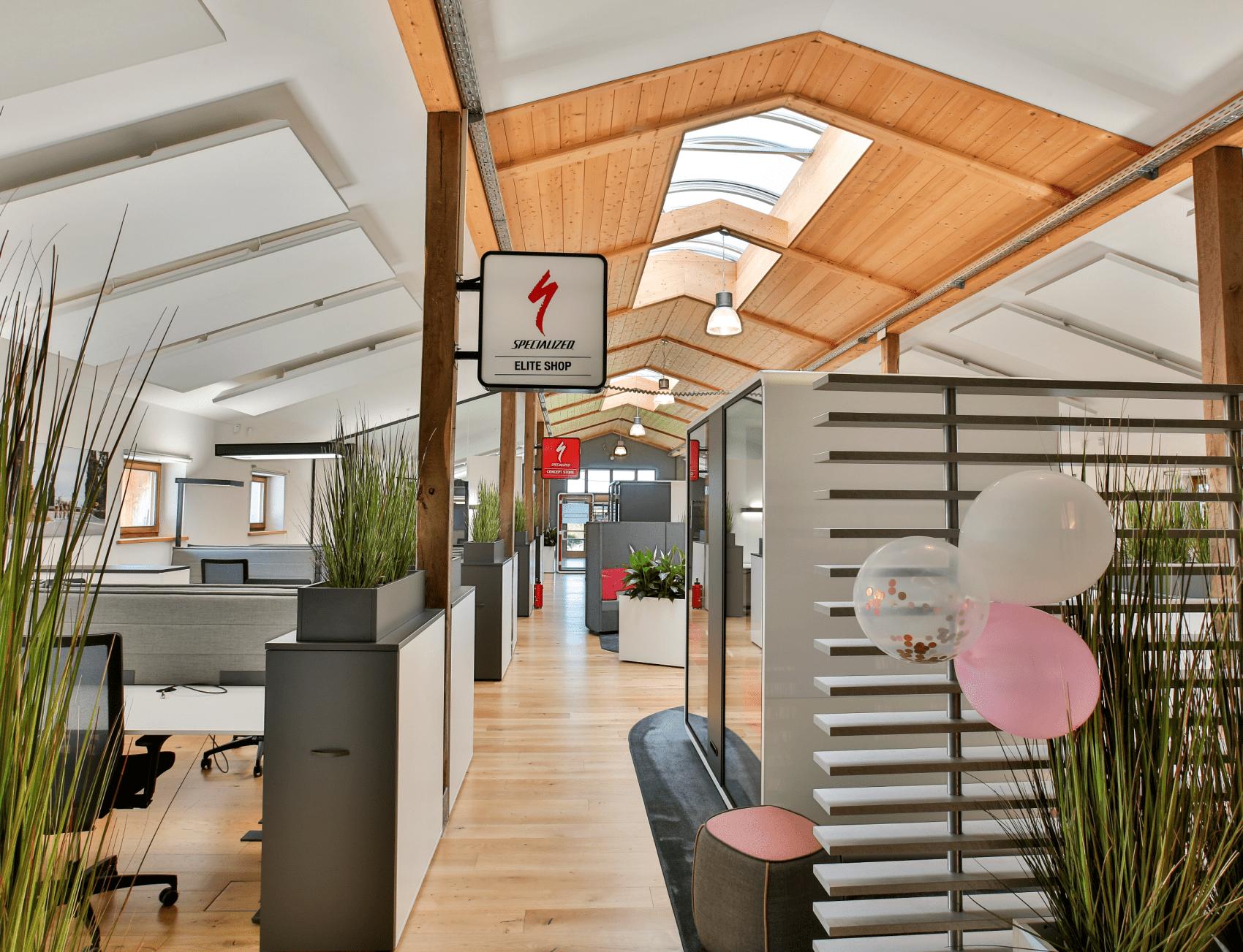 Büromöbel und Bürotrennwände